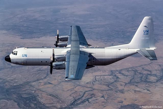 UN-6198 / air-to-air (south of Baghdad) 10.1992