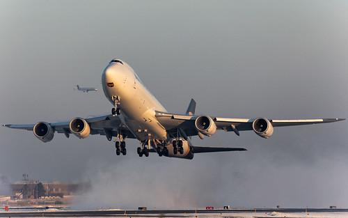 minneapolisstpaulinternationalairport kmsp msp mspairport mspsdf ups2557 boeing 747 b748 7478f n609up ups upsairlines cargoplane aircargo queenoftheskies sunrise