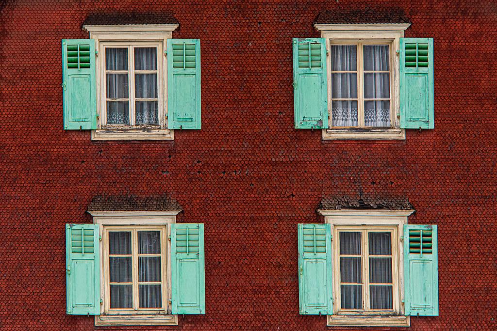 Quattro vecchie finestre
