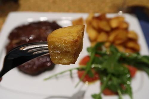 Frittierter Kartoffelwürfel (Nahaufnahme)