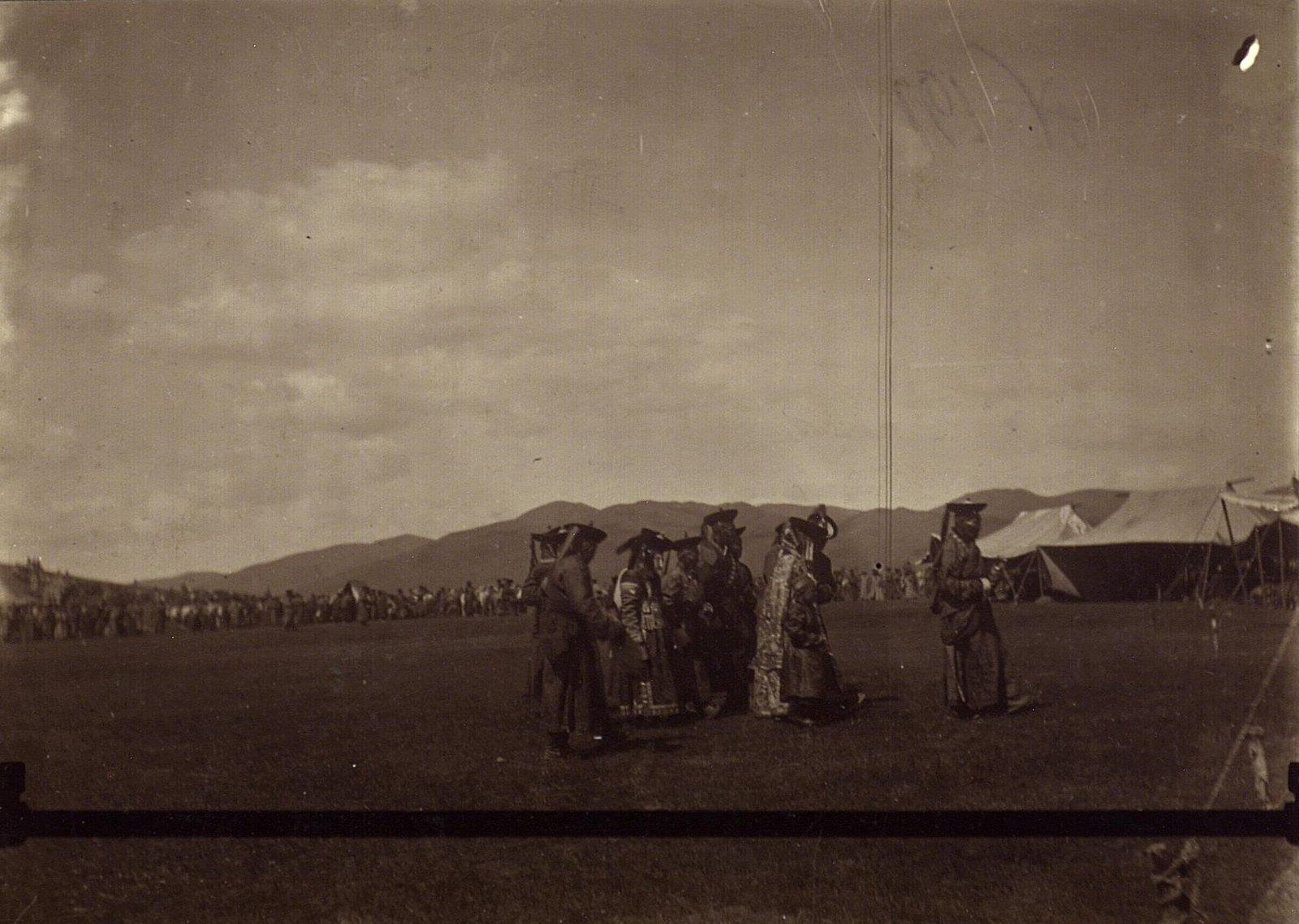 Княгини на поклонении Богдо-гегену