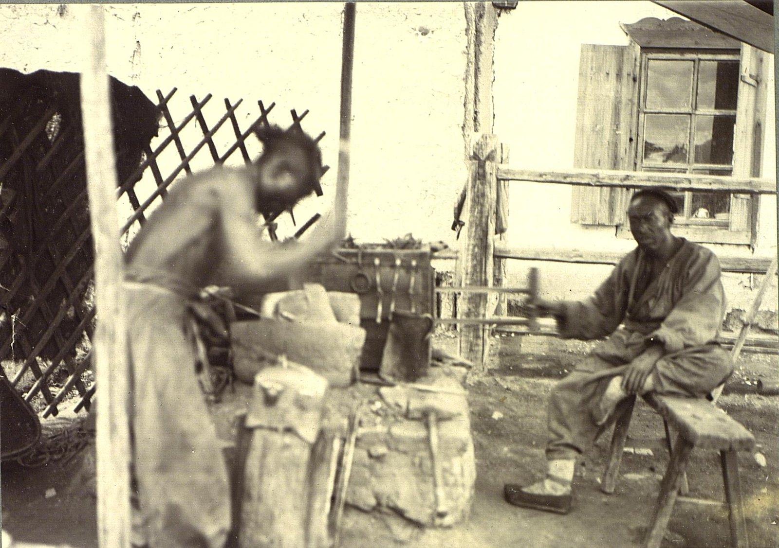 Китайские кузнецы на базарной площади