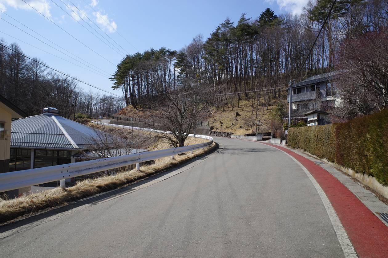 飯盛山から清里駅までの道路歩き