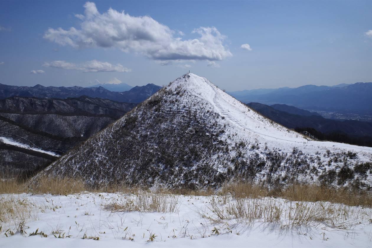 見晴台から眺める雪の飯盛山