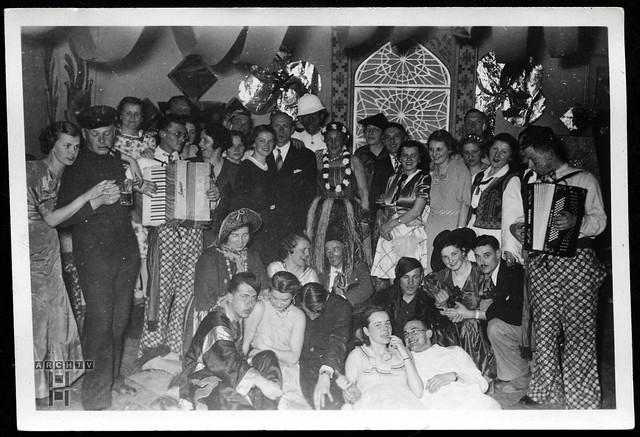 ArchivTappen23AAl2g143 Faschingsgruppenbild, 1937