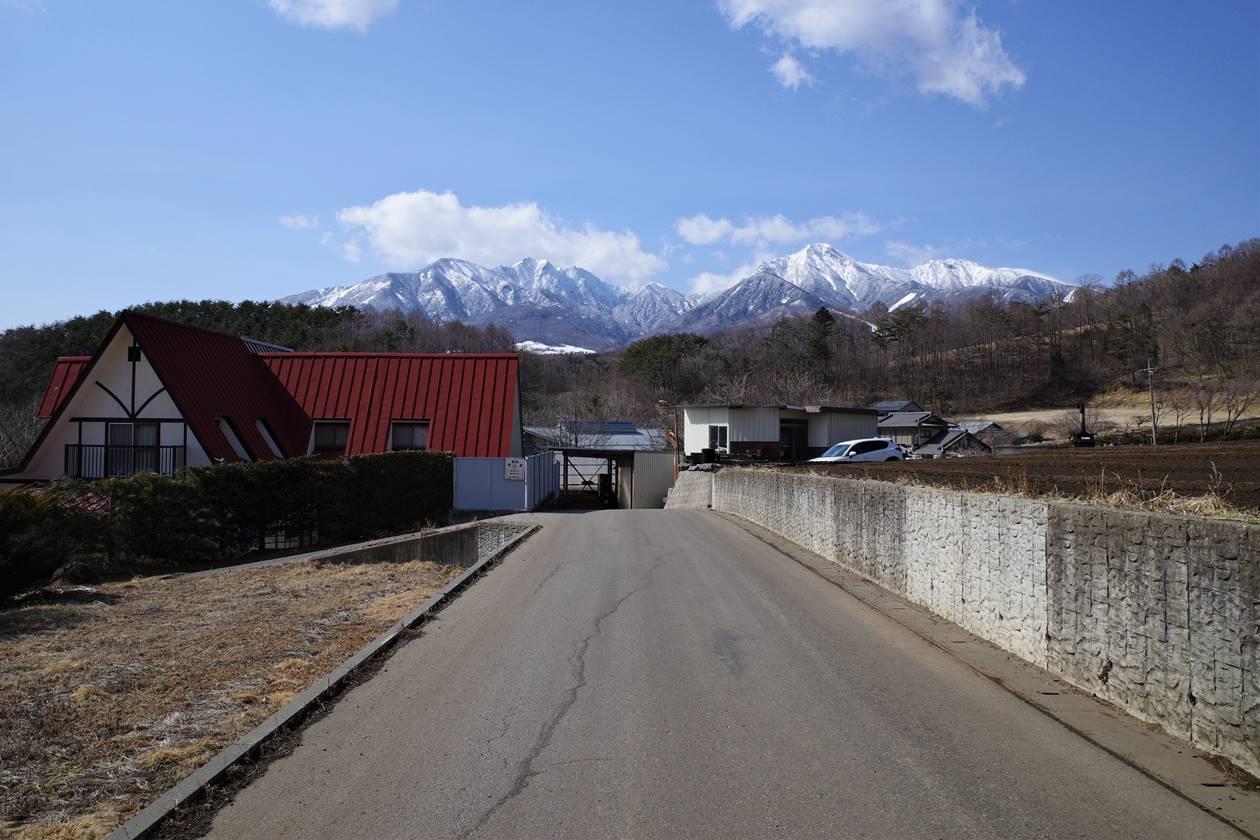 飯盛山から清里駅へ