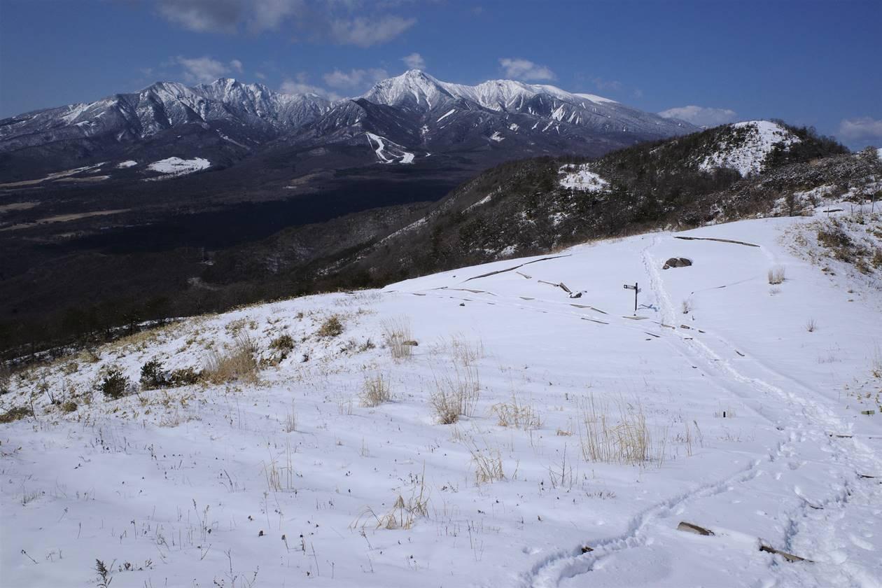 冬の飯盛山から眺める雪の八ヶ岳