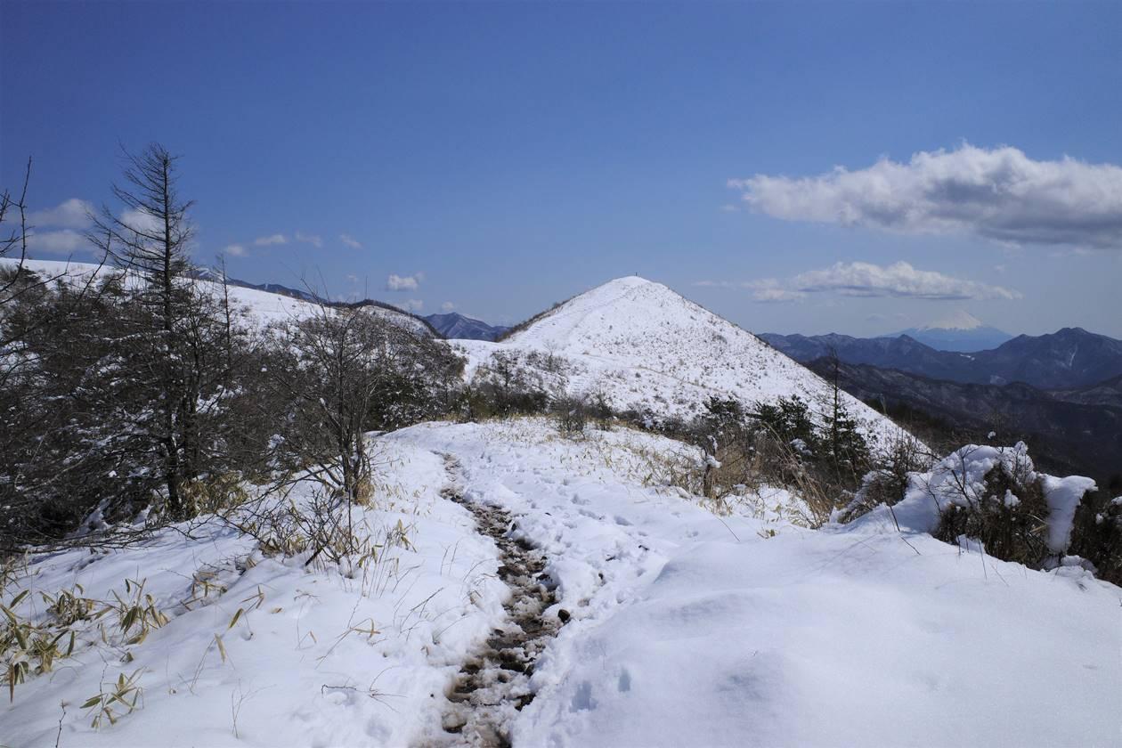平沢山から飯盛山へ 雪山登山