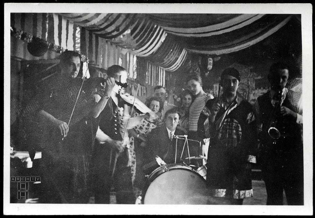 ArchivTappen23AAl2g150 Faschingsmusiker, 1937