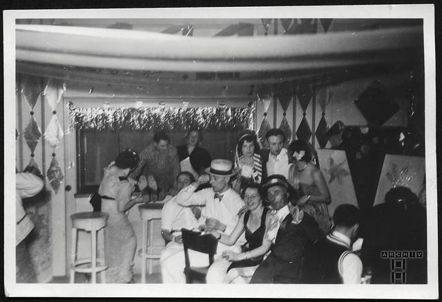 ArchivTappen23AAl2g142 Faschingsdeko, 1937