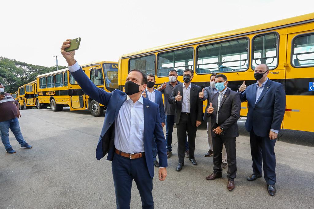 Entrega de ônibus escolares para Municipios do Interior