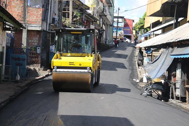 22.03.21 - David Almeida e Marcos Rotta fiscalizam obras de revitalização na feira municipal da Panair