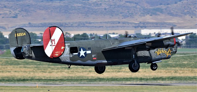 Consolidated Liberator GR.VI B24 s/n 44-44052 USAAF  N224J Witchcraft  42-52534 USAF