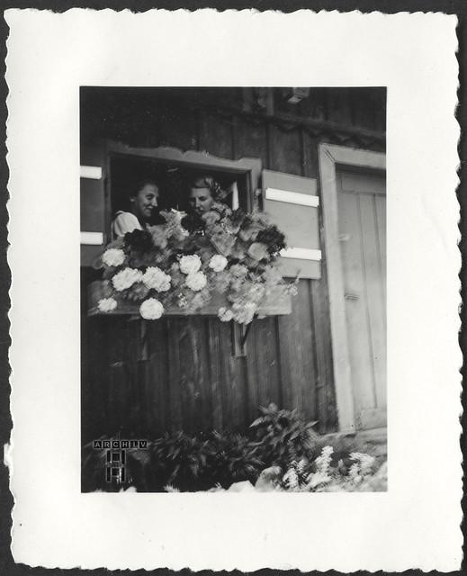 ArchivTappen23AAl2g152 Freundinnen, 1930er