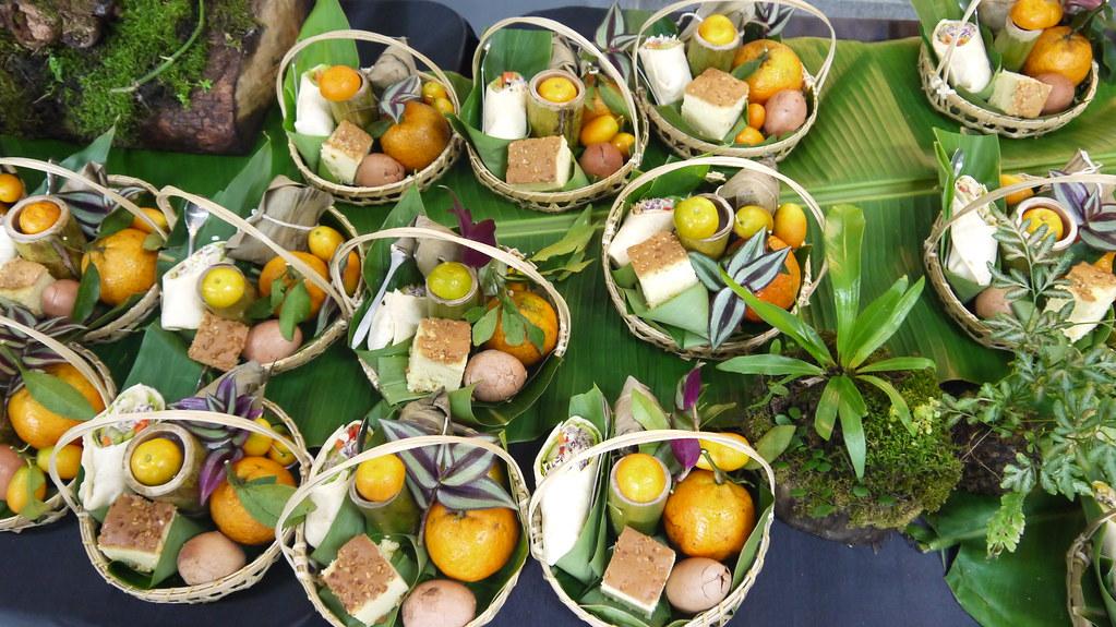 頒獎典禮提供的綠食提籃中有野薑花素粽、蔬菜捲、大葉甜香茶葉蛋/草仔粿、金棗蛋糕、竹筒裝石花凍、當令鮮橘。黃思敏攝