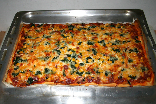 06 - Salami corn spinach pizza - Finished baking  / Salami-Mais-Spinat-Pizza - Fertig gebacken