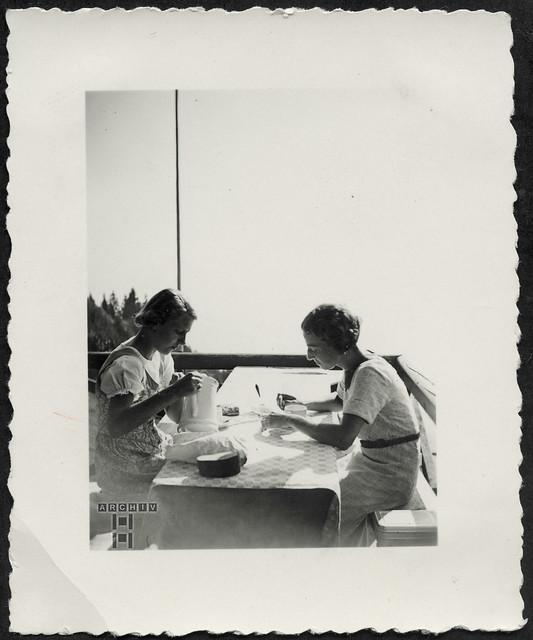 ArchivTappen23AAl2g154 Freundinnen, 1930er
