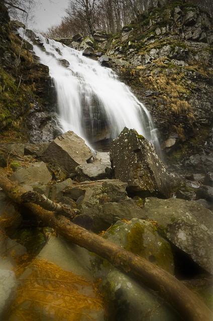 Uno dwi salti, Cascate del Dardagna