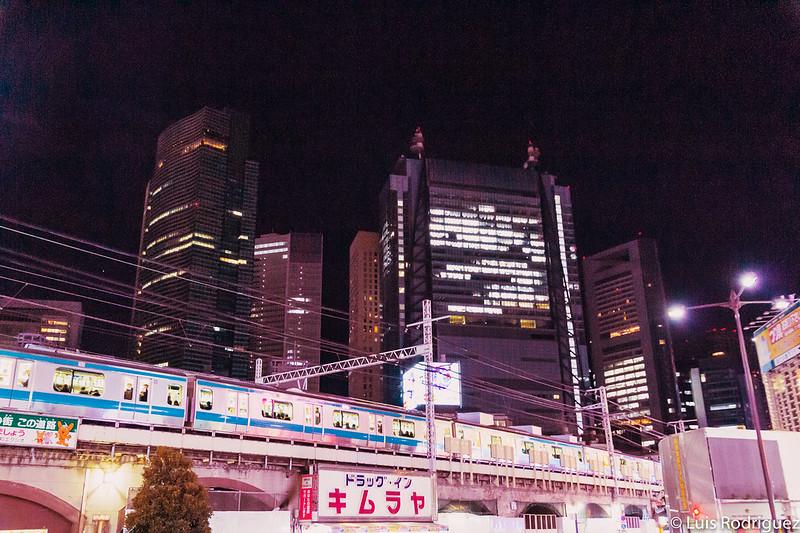 Trenes pasando por Shinbashi
