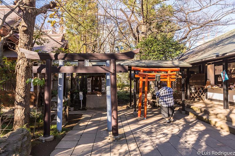 Pequeños santuarios y oficinas en el santuario Atago