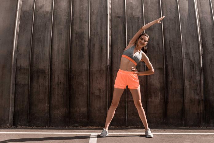 Jak se správně protáhnout před cvičením? Poradíme