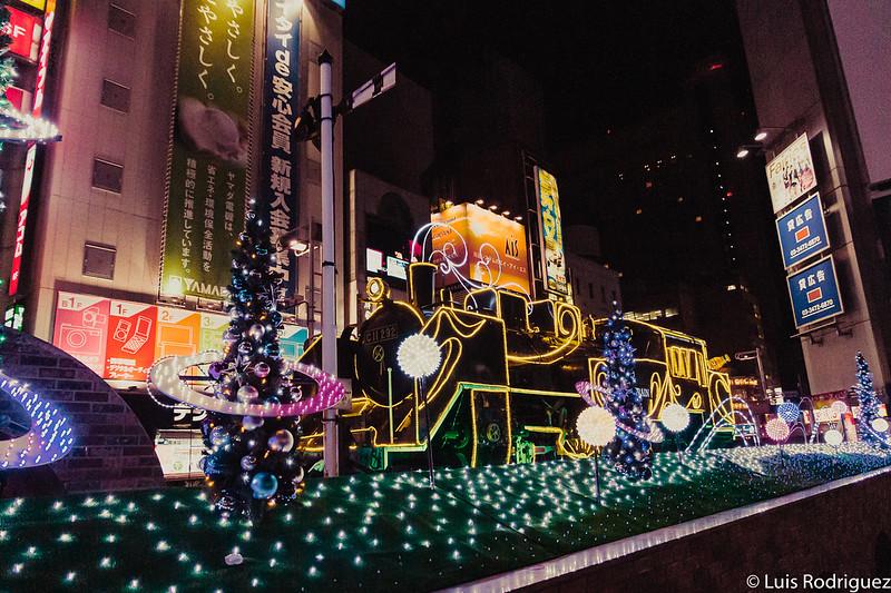 Locomotora de vapor de SL Plaza iluminada en Navidades