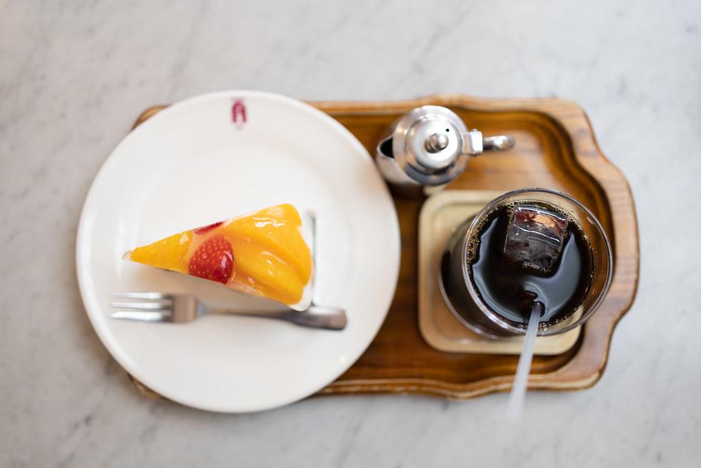 フルーツケーキとアイスコーヒー 2021/03/24 IMG_0393