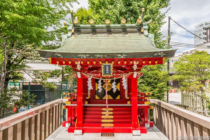 Pequeño santuario Nanawatari Benten