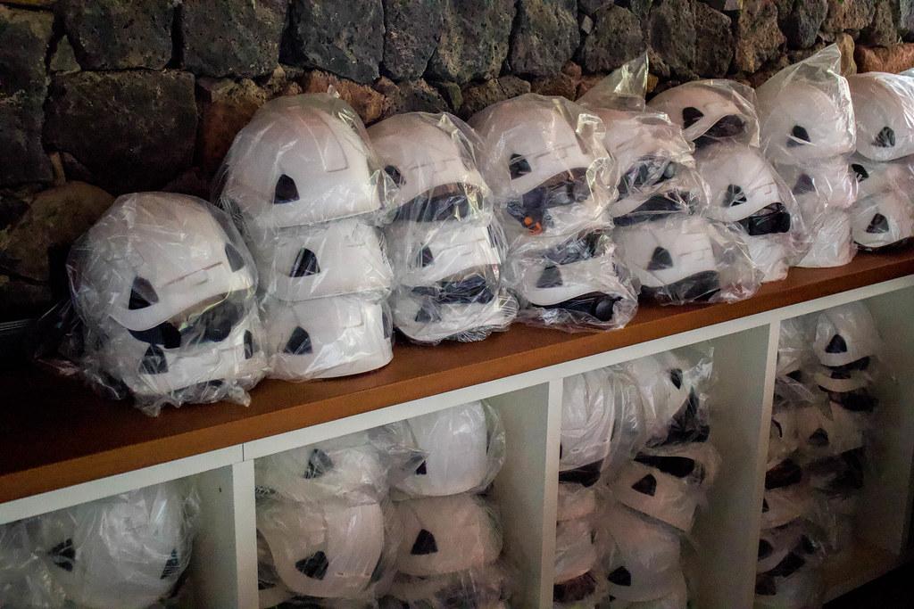 Conjunto de cascos para hacer senderismo