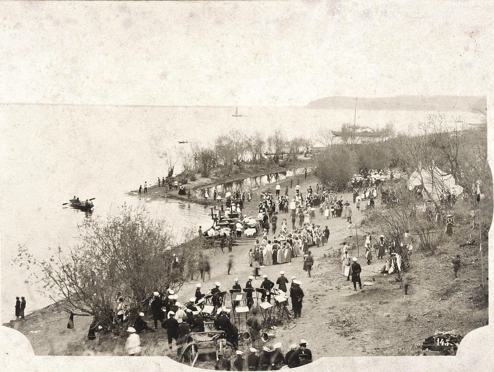 17. Маёвка на берегу Амура. 1899
