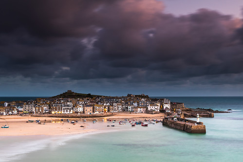lighthouse seascape beach boats coast harbour bluehour viewpoint stives themalakoff smeaton'spier uk england canon cornwall sigma 1750mm 80d leefilters