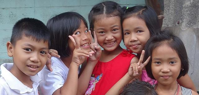 children sending you peace