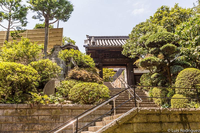 Escaleras de subida al templo Renkoji