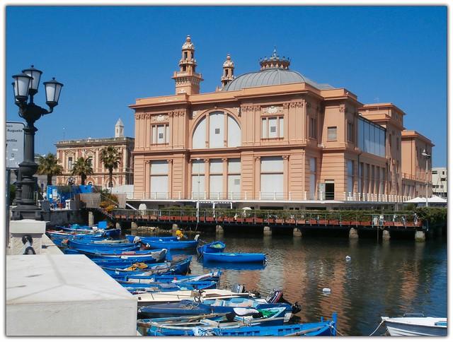 Teatro Margherita su palafitte a Bari