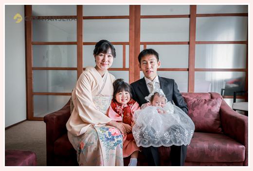 ホテルで100日祝い 家族の写真