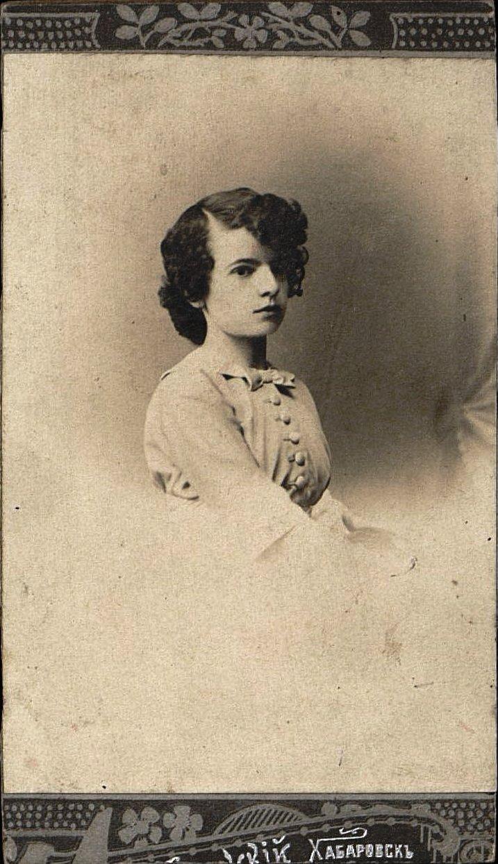 13. Овчинникова (урожд. Хмелевцова) Варвара Фёдоровна.  Около 1913