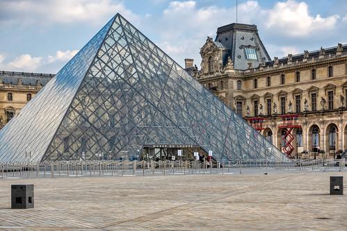 louvrepyramid muséedulouvre impei architect architecture louvremuseum paris france iconic contrasts