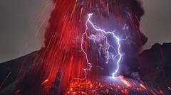 Fulmini vulcanici, quando la natura si impegna