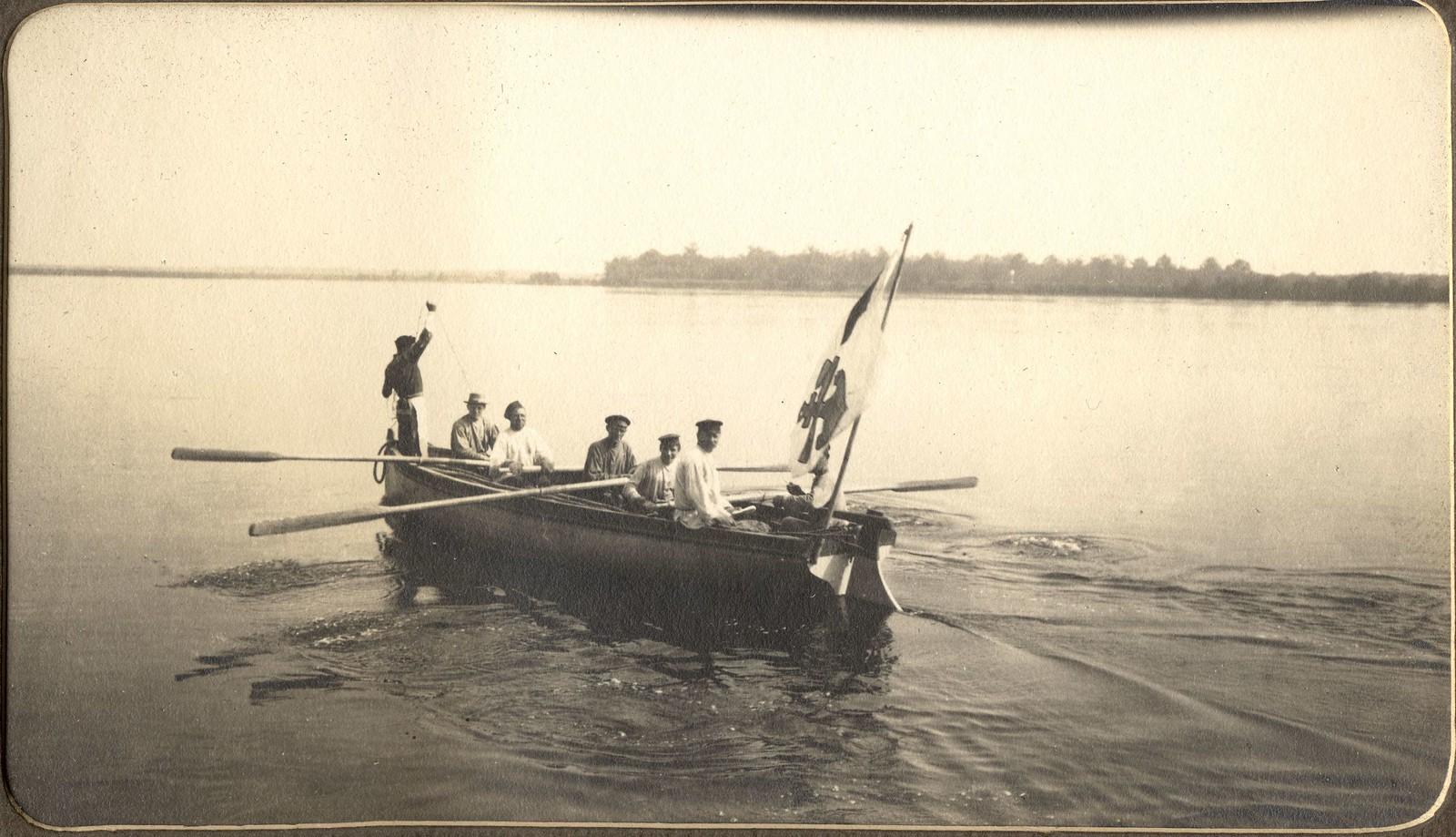 Промеры реки Зеи изыскательской партией