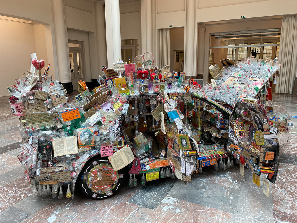 SPINOZA-CAR by Thomas Hirschhorn