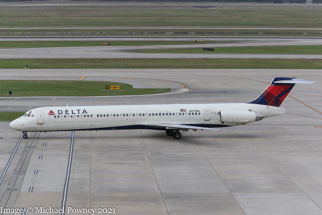 N970DL - 1990 build McDonnell-Douglas MD88, taxiing to parking on arrival at Houston