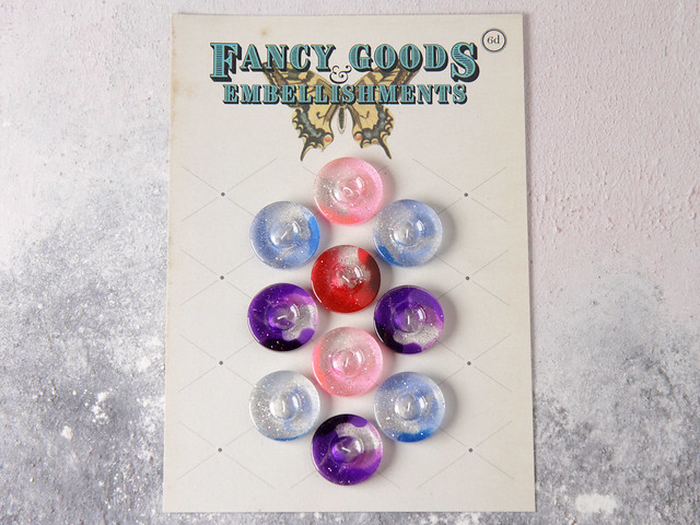 Set of 10 glitter plastic cardigan buttons in mixed colours – 20mm