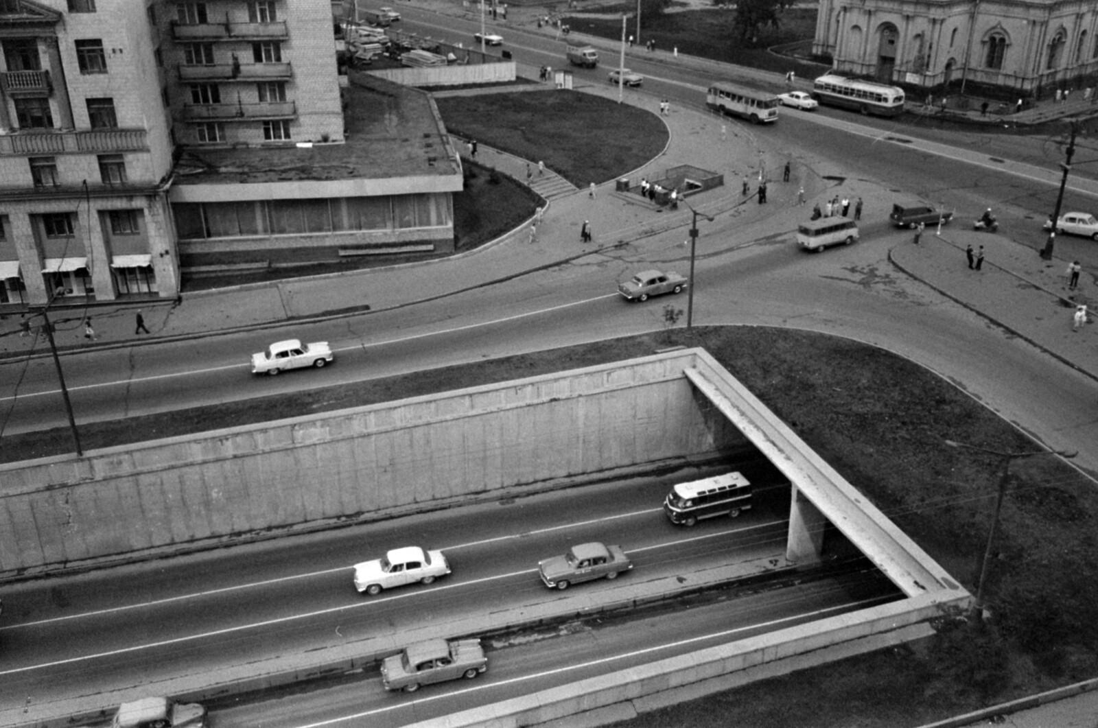 18. Вид в сторону Калужской площади, налево на Крымский вал.