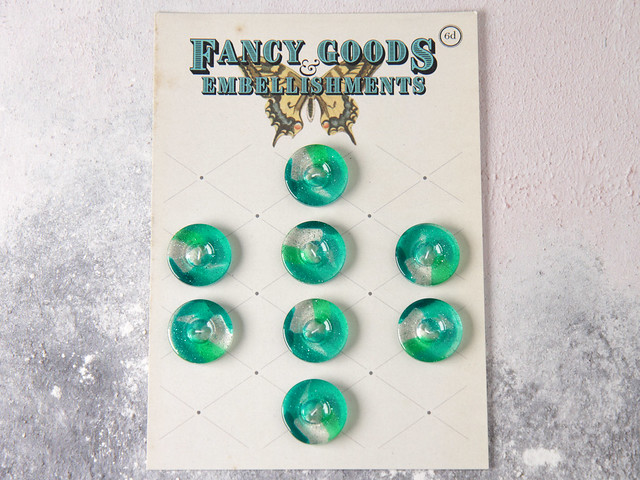Set of 8 green glitter plastic cardigan buttons – 20mm