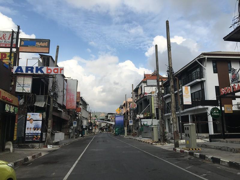 サムイ島から日々雑感-電線のないチャウエンビーチロードその2