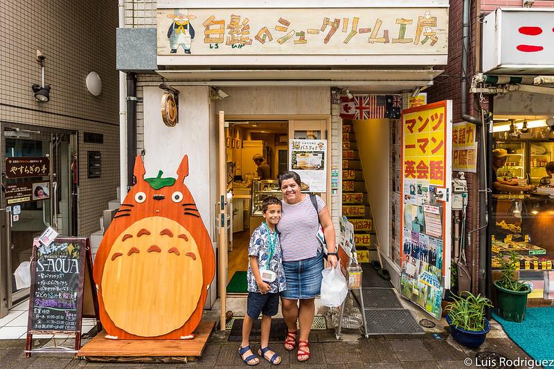 Después de comprar nuestros pastelitos de Totoro