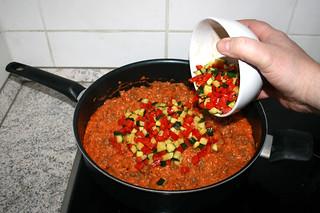 30 - Put zucchini & bell pepper back in pan / Zucchini & Paprika zurück in Pfanne geben