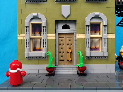[MOC] New York-ish corner house with fire escape