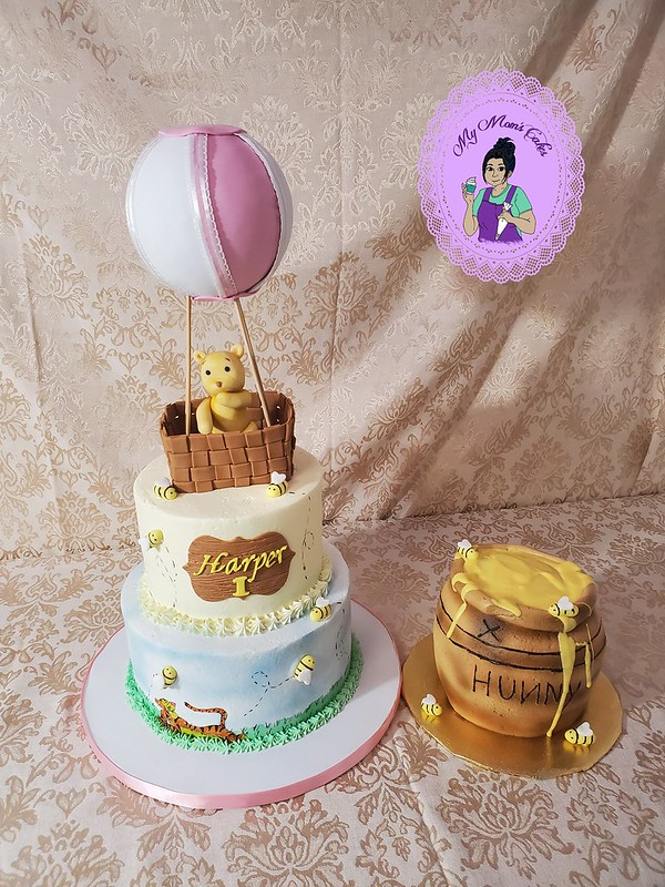Cake by My Mom's Cakes