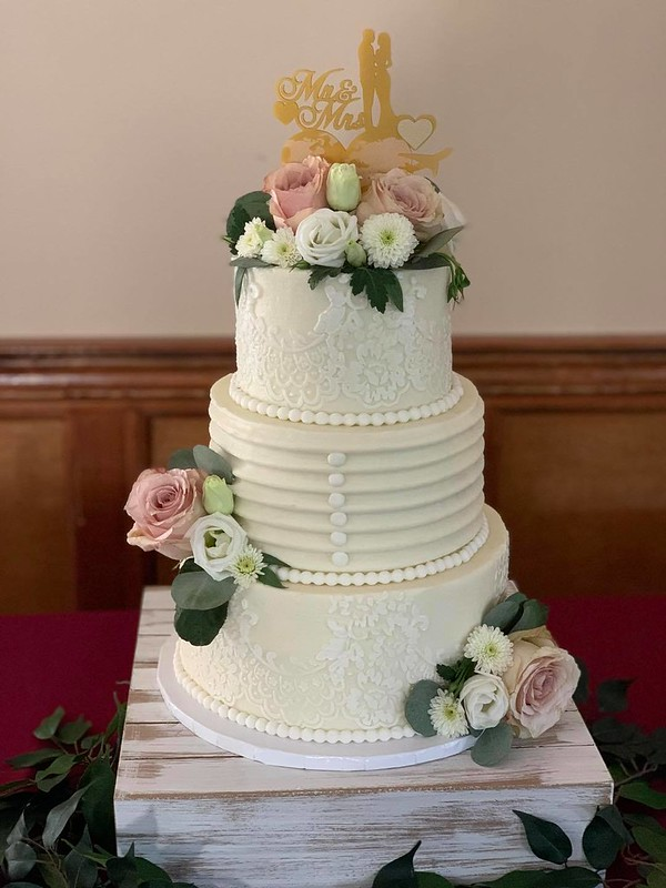 Cake by It's a Sweet Treat Day Bakery